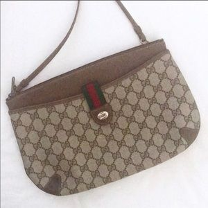 Authentic Gucci Ophidia GG Shoulder Pouch.